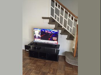 EasyRoommate US - $445 GREAT LOCATION! Living Room Big Comfy Couch in 3 Bedroom Garden Apartment (Miracle Mile), Parklabrea - $445 pm
