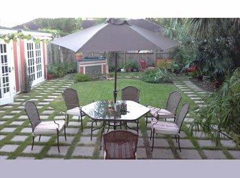 EasyRoommate US -   Furnished Room All-Bills Paid in International Home, Boulevard Oaks - $875 por mes