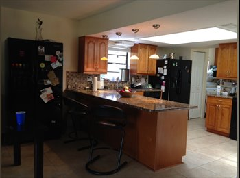 EasyRoommate US - ROOM IN TAMPA NICE HOUSE NICE AREA FOR FEMALE STUDENT/PROFESSIONAL, Greater Northdale - $600 pm