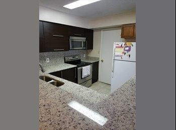 EasyRoommate US - LARGE ROOM WITH BATHROOM. Luxury refurbished apartment, Oak Ridge - $750 pm