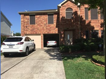 EasyRoommate US - Fully funished rooms in a quiet neighborhood, bills included., Edgebrook - $700 pm