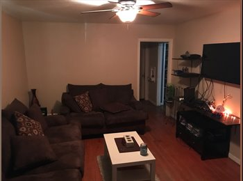 EasyRoommate US - 3 Bedroom 1 Bath in Quiet Neighborhood , Southbelt/Ellington - $450 pm
