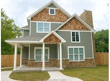 EasyRoommate US - One Room at 111 Moss! Awesome Location, College Station - $600 pm