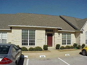 EasyRoommate US - Room For Rent in Townhome CHEAP, College Station - $400 pm