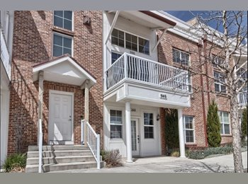 EasyRoommate US - $1000 / 3br - 3200ft2 - Luxury downtown townhome $1,000/3,200 sq. ft. - laundry & garage, Colorado Springs - $1,000 pm