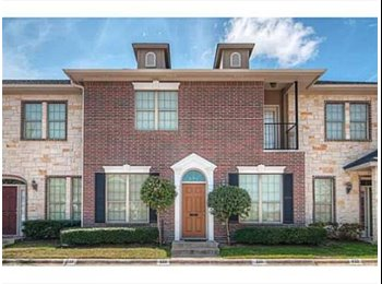 EasyRoommate US - Nice townhome off University Dr needing 2 more roommates!! $550/Month. All utils, cable, wifi includ, College Station - $550 pm