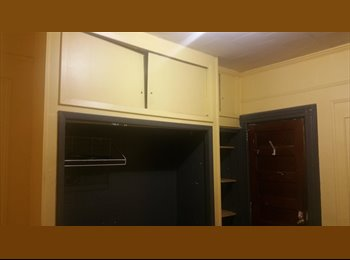 EasyRoommate US - 8 x 11 unfurnished room on ground floor of 4 unit brownstone like bldg, Woodhaven - $595 pm