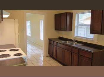 EasyRoommate US - $500 utilities included 4bed/2bath house, Tampa - $500 pm