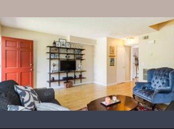 EasyRoommate US - Beautifully refurbished large 2 bed townhouse, Holly St., Lockeland Springs - $800 pm