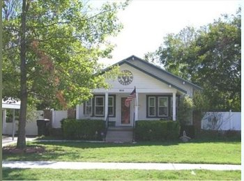 EasyRoommate US - Two bedroom house, one bedroom with own bath available immediately.  Less than 2 miles from campus, Norman - $500 pm