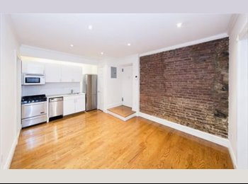 EasyRoommate US - Prime West Village !! Shared 3 Beds + Washer/Dryer !! Looking for Young Professional Roommates !!, Greenwich Village - $2,033 pm