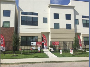 EasyRoommate US - Room for rent in brand new townhome in EaDo, Second Ward - $900 pm