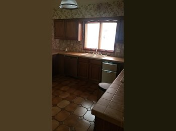 EasyRoommate US - 1 BR ($700-$850) Private Mansion with pool and pond, Brown Road - $750 pm