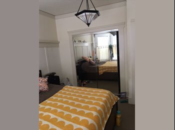 EasyRoommate US - Large Room with a Great View, garden, on-site laundry, Bernal Heights - $1,600 pm