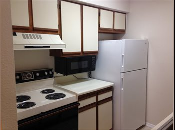 EasyRoommate US - Single Room For Female Available Now. Not More Than 2mins Walk To NOVA University., Davie - $900 pm