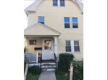 EasyRoommate US - Sunny 3 BR APT looking to fill 1 Bedroom near green line!, Aberdeen - $800 pm