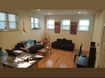 EasyRoommate US - Spacious room in 1000 sq.ft. North Center / Roscoe Village 2BR/2BA, West Lakeview - $975 pm