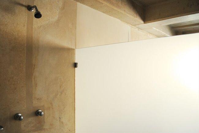 Habitacion en arriendo en Bogotá - Aparta-Estudio Privado de Lujo en La Macarena   CompartoApto - Image 5