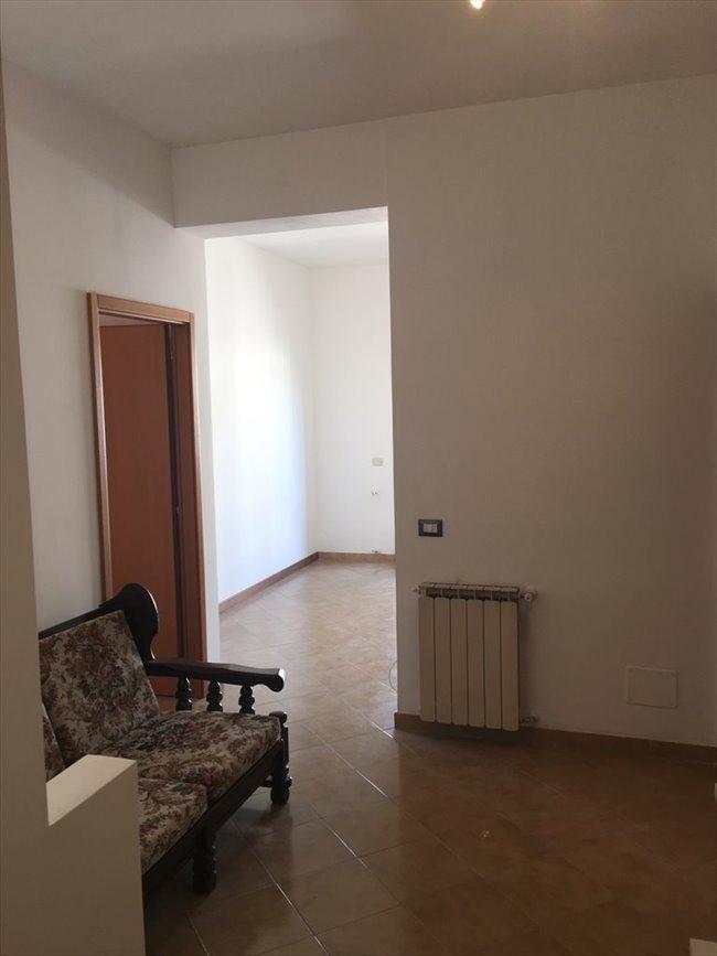 Stanze e posti letto in affitto appio claudio appia for Stanza affitto roma