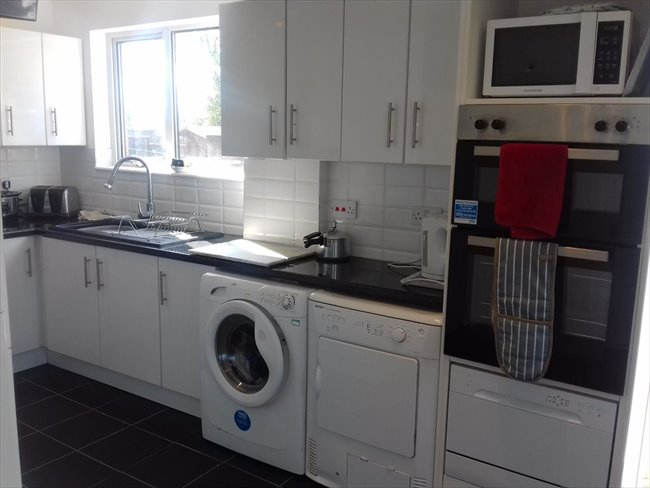 Room to rent in Duston - PARKING,FAST WIFI,REFURBISHED HOUSE NEAR SIXFILDS - Image 5