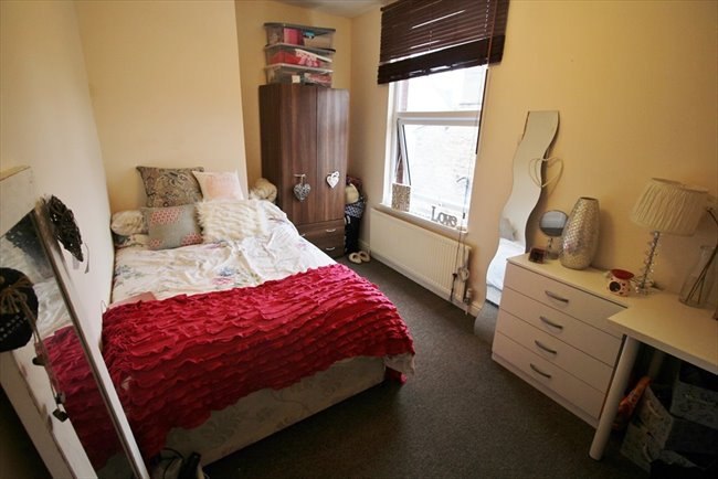 Room to rent in Headingley - Modern and Central Headingley Student House Share Available from 1st July BILLS INCLUDED - Image 8
