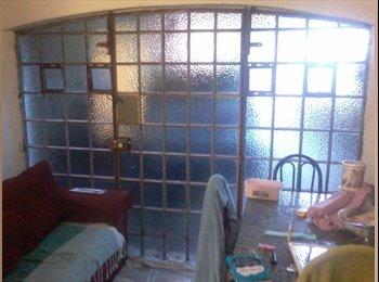EasyQuarto BR - Apartamento térreo, frente para a rua , fachada envidraçada, vista panorâmica, 2 janelas, banheiro p, Diadema - R$ 1.250 Por mês