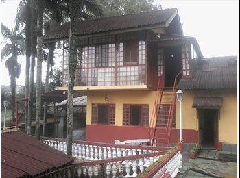 EasyQuarto BR - Casa sobreposta, independente, vista panorâmica, cozinha, 2 wc´s com banheiro, 3 quartos, sala, tudo, Diadema - R$ 1.750 Por mês