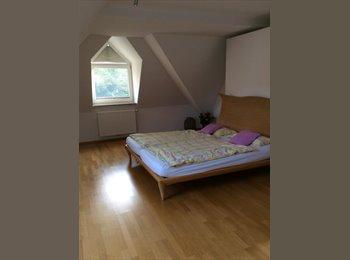 EasyWG DE - Dach-Zimmer vollmöbliert, mit Bad, wunderschön und groß, München - 700 € pm