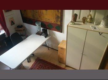 EasyWG DE - Nordend: gemütlich möbl. Nichtraucherzimmer mit Altbauflair in 2er WG/English below!, Frankfurt - 570 € pm