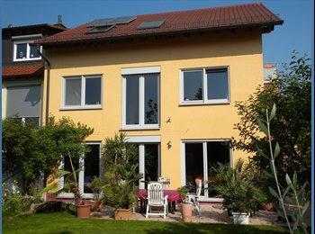 EasyWG DE - Gemütliches Zimmer in Wohlfühl-WG in großem Haus mit Garten - ruhig und doch mitten im Zentrum , Deutschland - 260 € pm