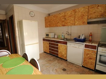 EasyQuarto PT - Quarto em apartamento T4 ao Campo Alegre/Diogo Botelho, Porto - 260 € Por mês