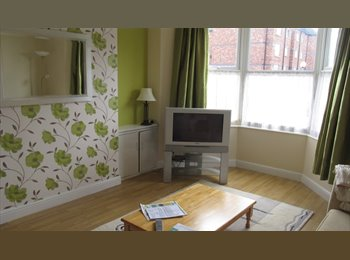 EasyRoommate UK - Double Room Available 10 mins from City Centre., Chester - £425 pcm