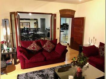 EasyRoommate UK - Bushey: luxury house, double room. Plus home gym & hot tub!, Watford - £610 pcm