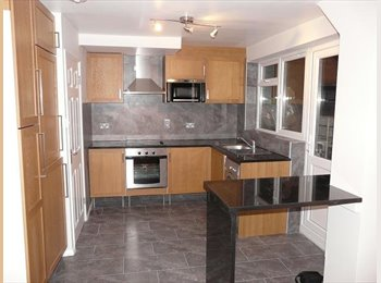 EasyRoommate UK - Modern end terrace house near Hatfield Train Station & Town Centre, Hatfield - £560 pcm