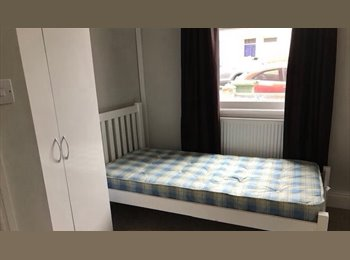 EasyRoommate UK - Double rooms in a professional shared house, Cheltenham - £350 pcm