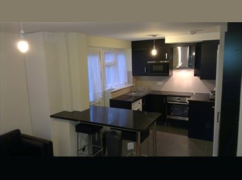 EasyRoommate UK - Modern end terrace house near train station & town centre, Hatfield - £530 pcm