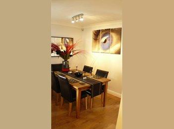 EasyRoommate UK - Large Double en-suite Room in Detatched House, Northern Moor - £495 pcm