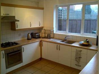 EasyRoommate UK - Overlooking the West Park and close to town., Park Dale - £430 pcm