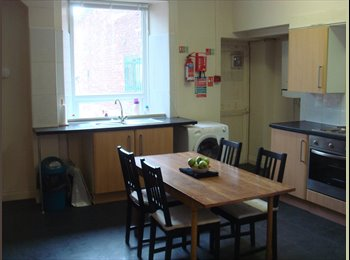 EasyRoommate UK - Spacious 5-bed flat near St Peter's Metro Station, Sunderland - £300 pcm