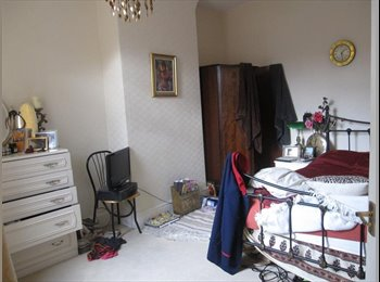 EasyRoommate UK - Nice double bed in chilled out house, Abbey Hey - £450 pcm