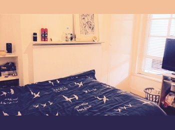 EasyRoommate UK - Lovely,Clean Room available in Greenwich Area , Woolwich - £480 pcm