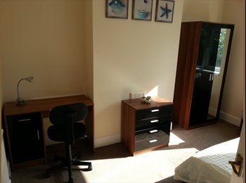 EasyRoommate UK - 2 bedrooms available from July  July! Bills Incl !!!!, Lenton Abbey - £325 pcm