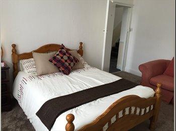 EasyRoommate UK - ****Shipley double room****, Frizinghall - £325 pcm