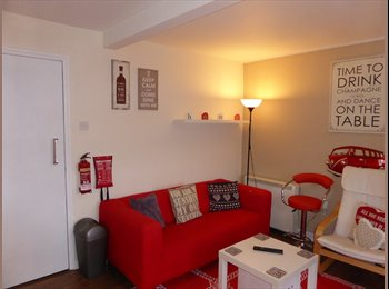 EasyRoommate UK - Medium double  room near to marina and good links to A14/A12 with parking, Ipswich - £365 pcm