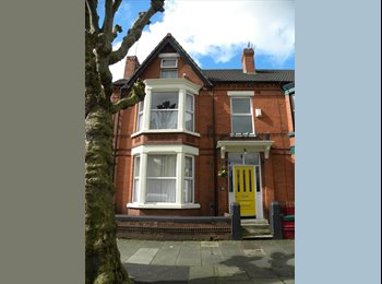 EasyRoommate UK - Double Room in Friendly HouseShare, Mossley Hill - £370 pcm