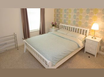 EasyRoommate UK - Double Room with Private Bathroom to Rent in Executive Flat, Aberdeen City Centre, Aberdeen - £450 pcm