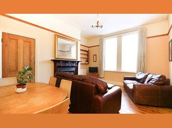 EasyRoommate UK - Wonderful house overlooking park and tennis court. Erasmus., Spital Tongues - £380 pcm