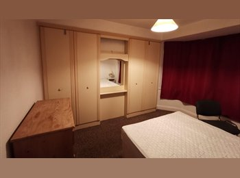 EasyRoommate UK - Spacious Upstairs Double Room - Fallowfield, Fallowfield - £330 pcm