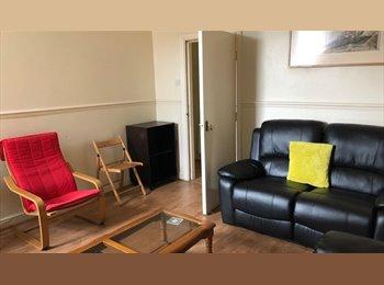 EasyRoommate UK - Large /Single Rooms In Great All Inclusive Flatshare Fenham, Fenham - £330 pcm