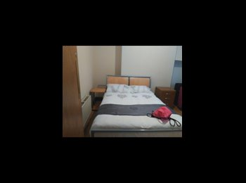EasyRoommate UK -  4 bed house close to royal hospital and town centre , Kensington - £250 pcm